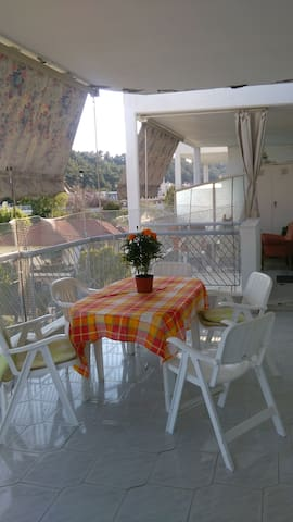 Large Apartment 30m. from the beach