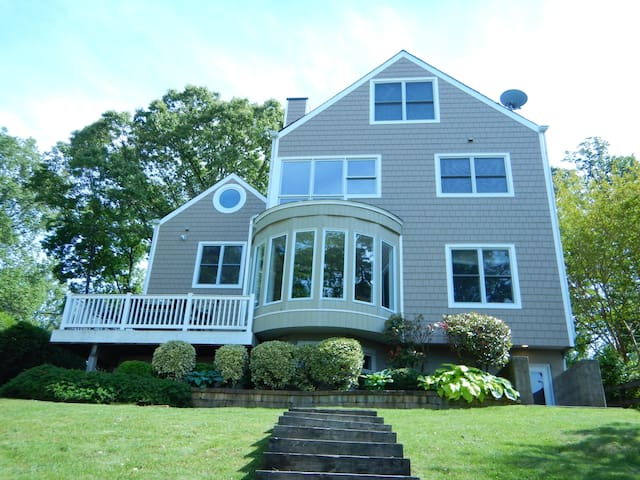 Severn River Waterfront Home - Crownsville