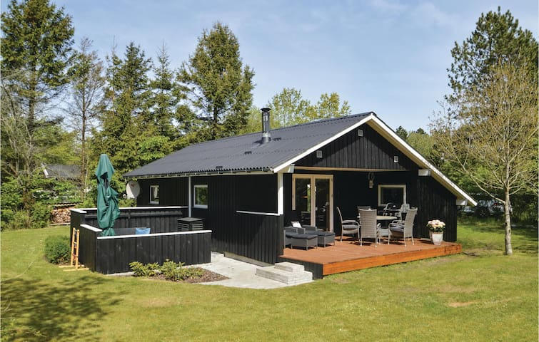 Holiday cottage with 3 bedrooms on 57m² in Løgstør