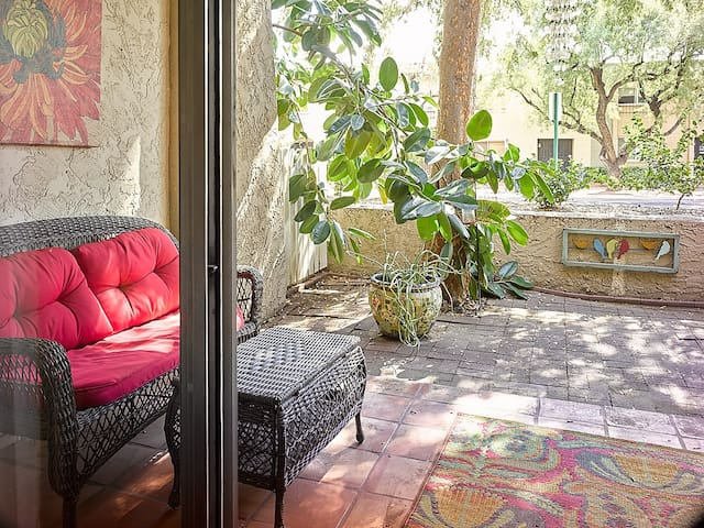 *Boho Chic-Heated Pool & Spa OPEN!-Private Patio*