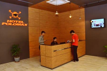 Hotel Polomax,Allahabad