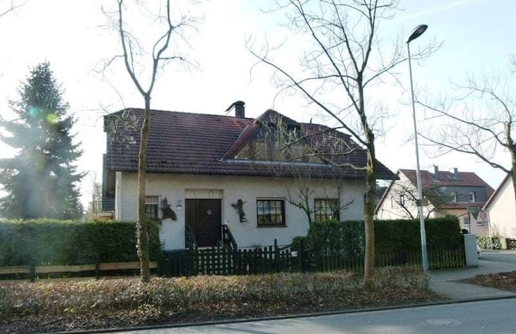 Bed and Breakfast near the forest - Neu-Isenburg - House