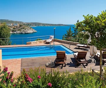 5bdrm Seafront villa with pool and amazing views! - Akrotiri