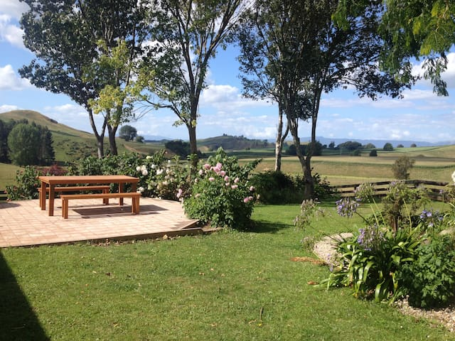 RedBrae Farm just off State Highway 1 very central - Piarere - Дом
