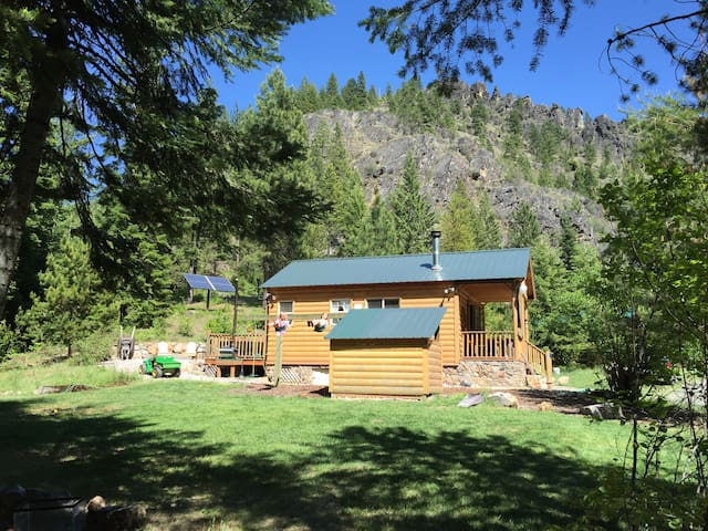 Side-view of the main cabin where you can see the solar array and the exquisite rock formations up Moose Canyon.