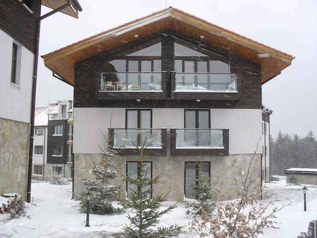 Stylish Borovets Luxury 4 Bedroom Chalet (8-10)