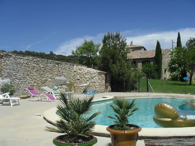 Charmant gîte dans la campagne de  Haute Provence - lurs  - Apartament