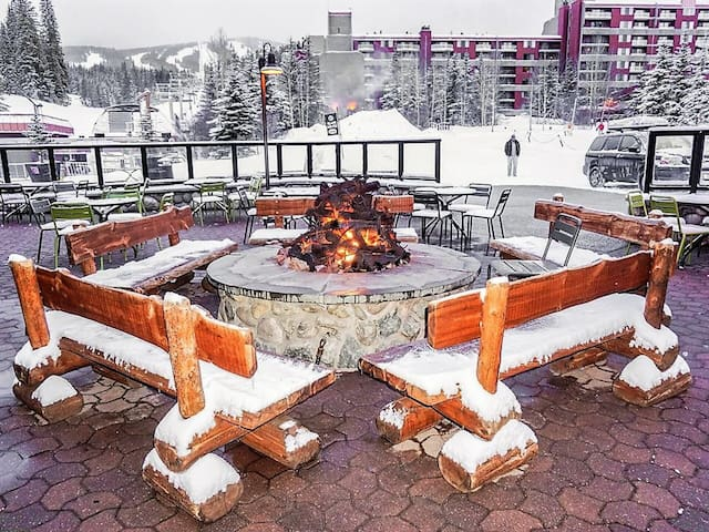 Ski-In/Ski Out, Hot Tubs, Amazing Views!