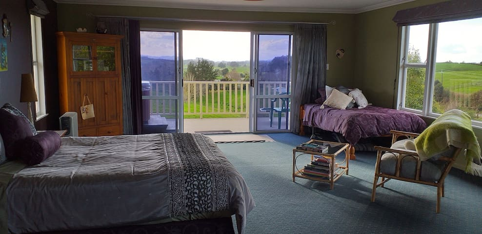 Restful Rural Kiwi Retreat with panoramic views