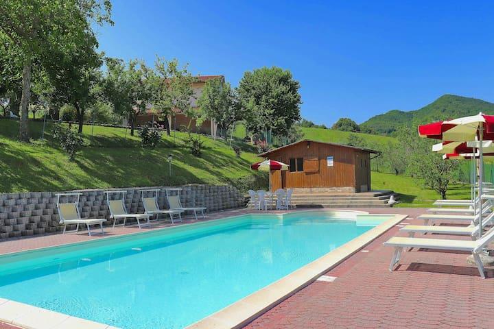 Espaciosa villa cerca del parque natural de Gola della Rossa con barbacoa