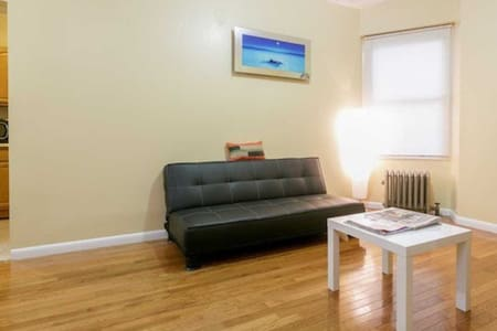 Amazing-2 Bed. Apt by subway-10 Mins. to Midtown!