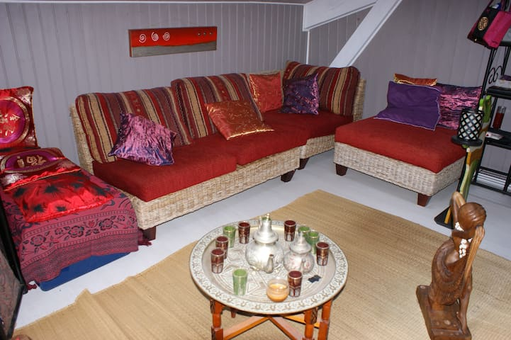 Chambre 33m2 style oriental maisons louer le porge for Chambre style oriental