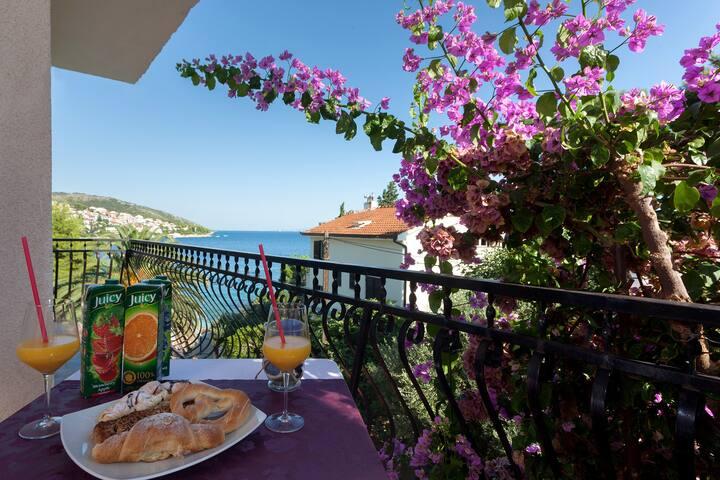 5 - Room with a nice balcony, 20m from beach - Okrug Gornji - Rumah