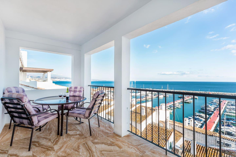 Terrace with great panoramic views, 2 Bedroom apartment for rent Puerto Banus, Marbella, Spain