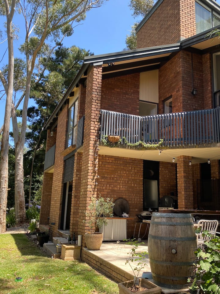 Adelaide Hills retreat - privacy, pet friendly