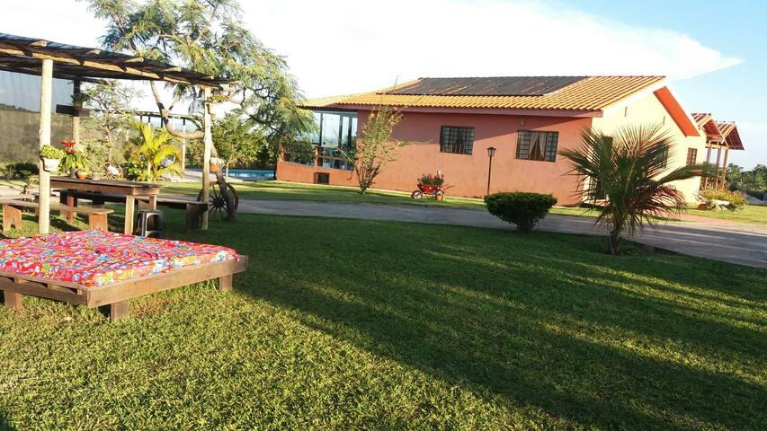 Espaço para festas e hospedagem*. - Brasília - Cabaña