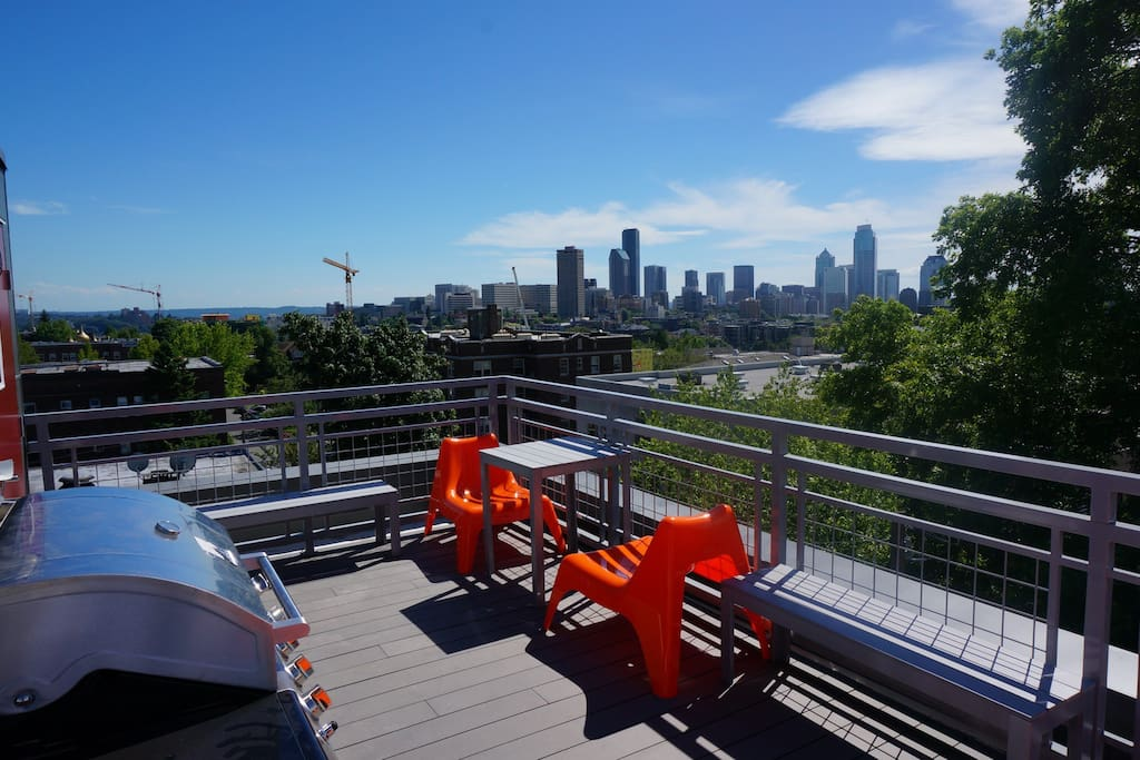 Rooftop deck with amazing views and bbq