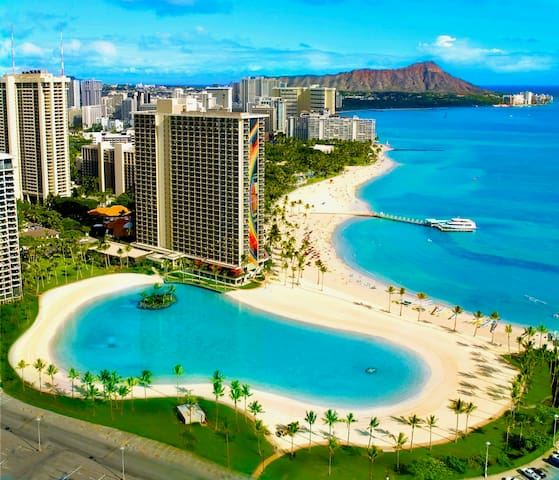 3 minuite walk to this beach (Waikiki beach and hilton lagoon.)