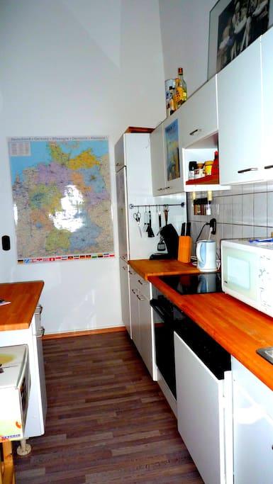 Küche mit kleinem Esstisch für zwei Personen