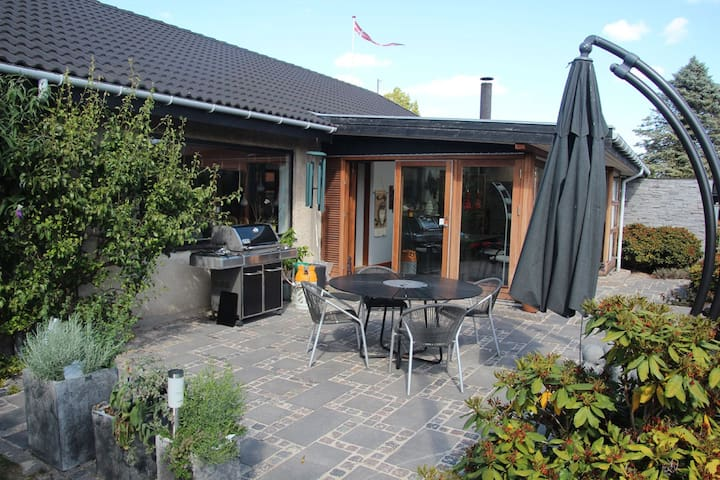 Villa in Herlev. Private garden and conservatory.