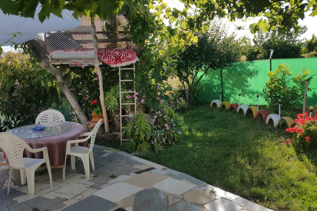 Jardin y Zona Barbacoa