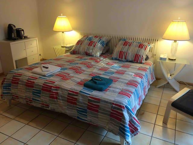 Das Bett für zwei (180x200cm) / A queen-sized bed for two