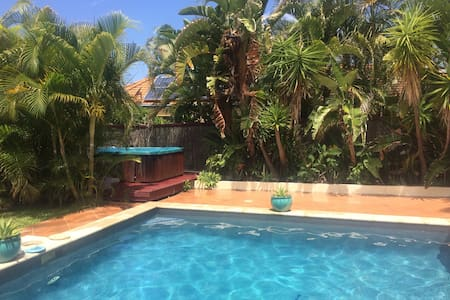 4 bed 2 bath with pool and spa - Mudgeeraba
