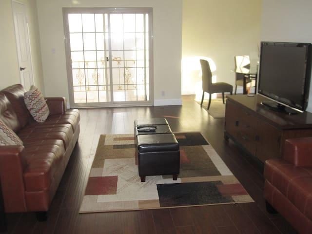 Best Location in Beverly Hills, 2-Bedroom Suite
