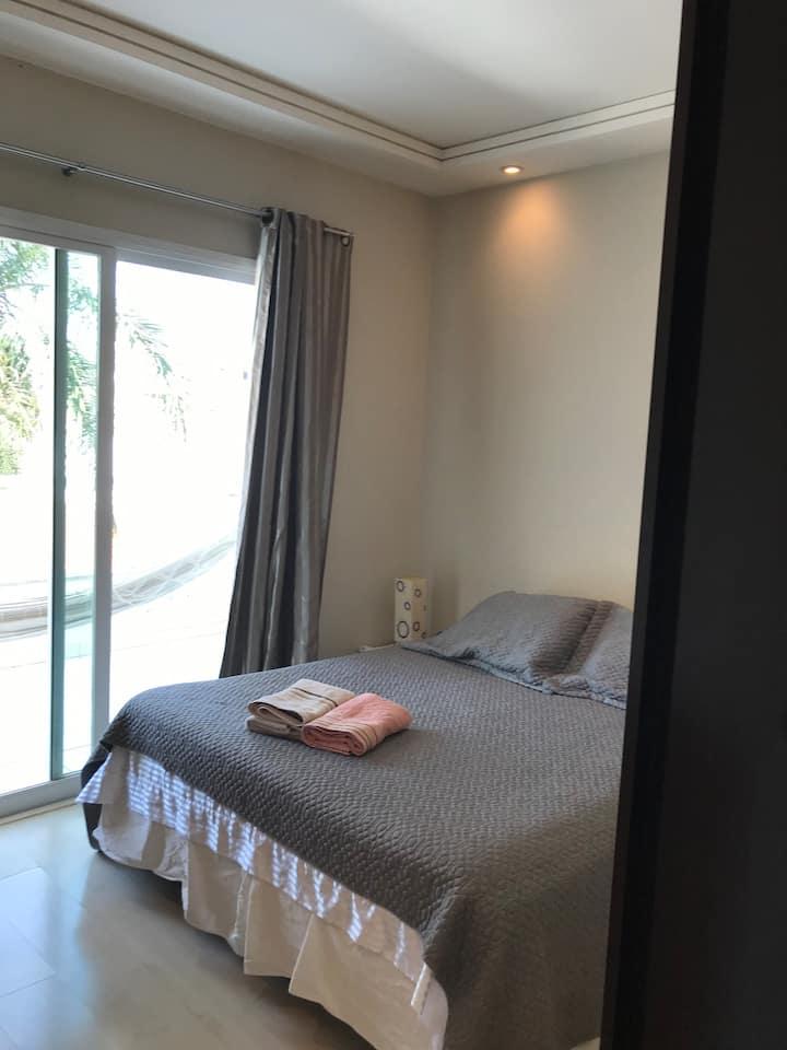 Excelente quarto, bem localizado e tranquilo