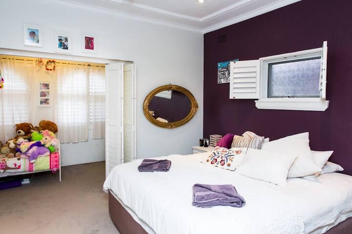 Large bedroom in Beach house - Maroubra - Talo