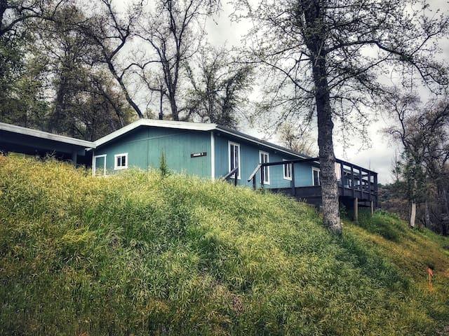 "Sequoia Resort- House 3 ""Mountain Retreat"""