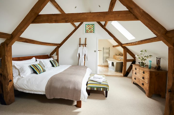 Luxury Historic Coach House & Gardens Nr Bath