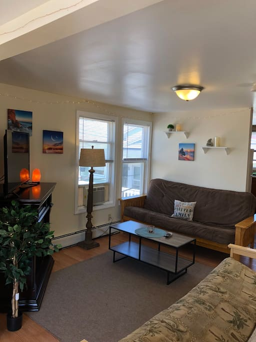 Full Living Room w/Two Pullout Double Futons, Cozy Fireplace & Flatscreen Cable TV
