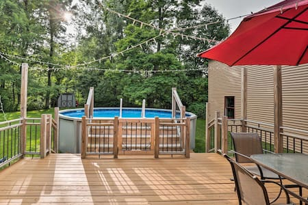 Lakefront Seneca Falls Apartment w/Pool Access!