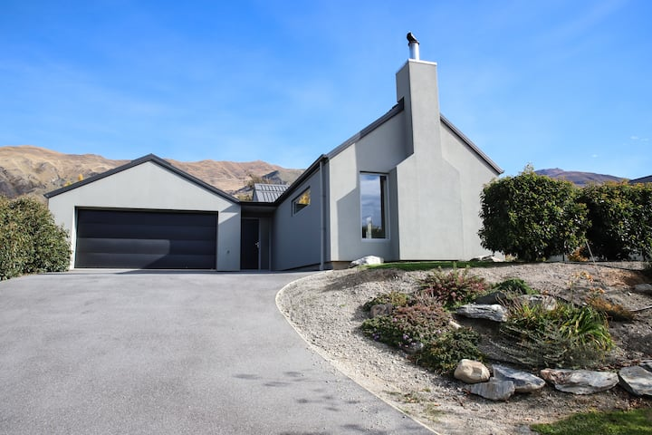 Wanaka Home, by the lake & town centre. Free WIFI!