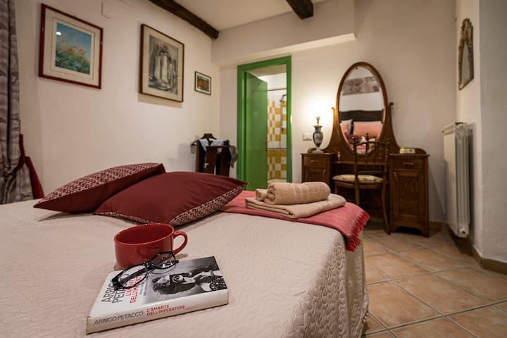🌸Historical Italian Home + Wi-Fi + courtyard 🌸