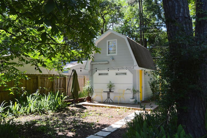 The Yellow Door Carriage House - Savannah - Apartament