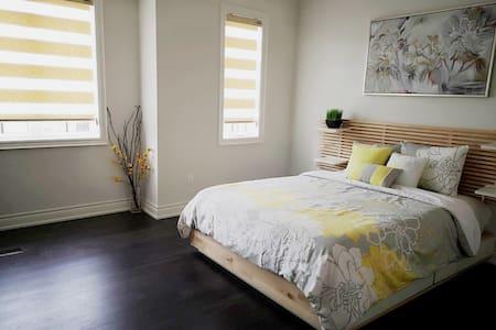 Brand New Cozy Bedroom w Private Bathroom Oakville