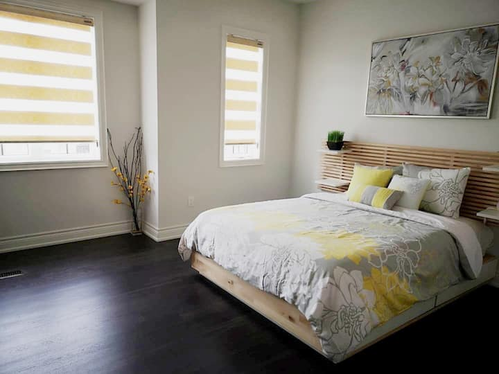 Brand New Cozy Bedroom w Private Bathroom Oakville