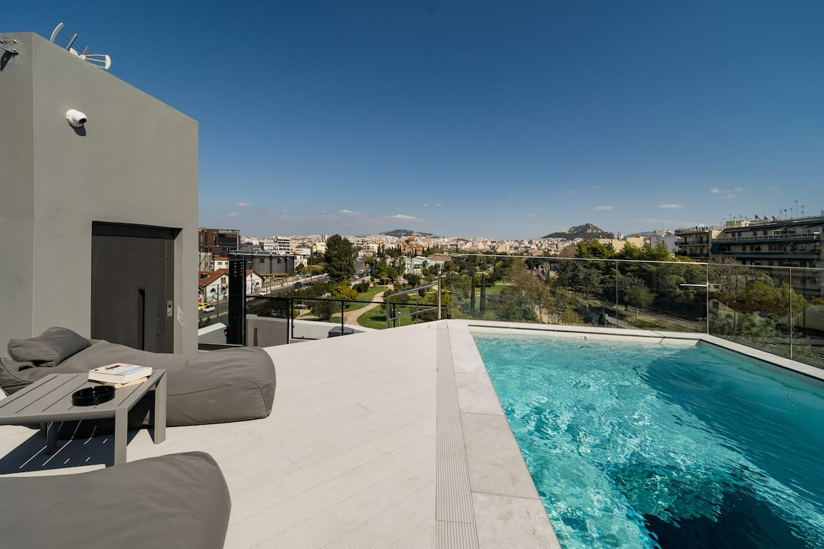 Central Apartment with Latest Luxuries and Monumental Views