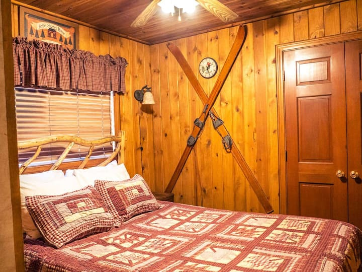 Sierra Madre - Eagle's Nest Rustic Cabin