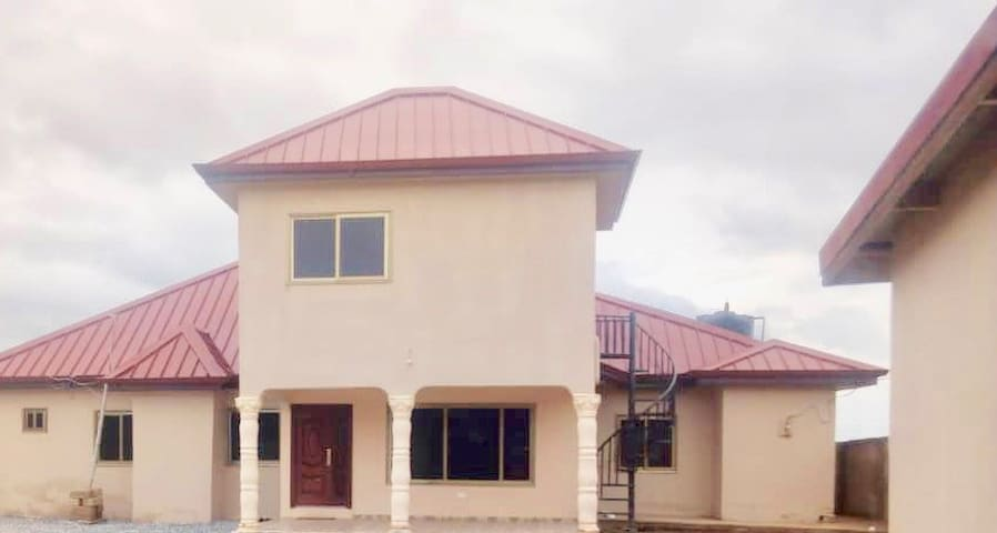 Way Home Africa Spacious 4 bedrooms 4 bathrooms!!!