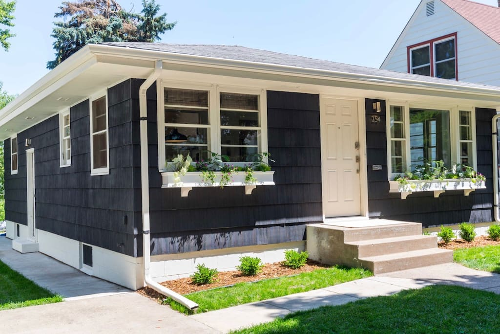 Our cottage is walking distance from Grand Ave. and Macalester College.