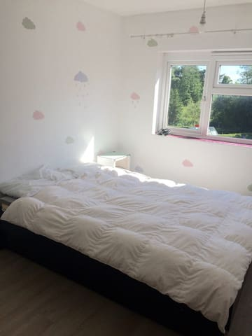 £=WOW! -Madeley, near Keele,  M6 J15, Cloud Room - Madeley - Casa