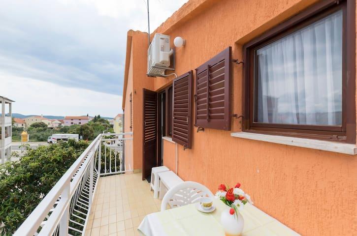 1 Zimmer Ferienwohnung, In Brodarica, Balkon