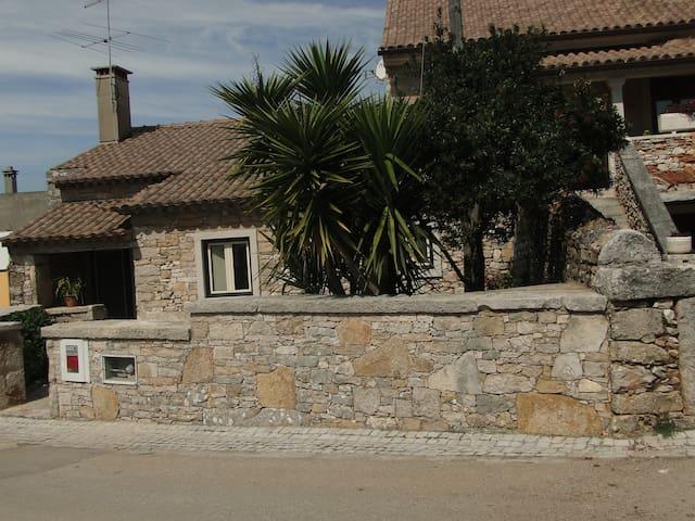 Rustic House 11km away from Santuário de Fátima - Ourém - Dom