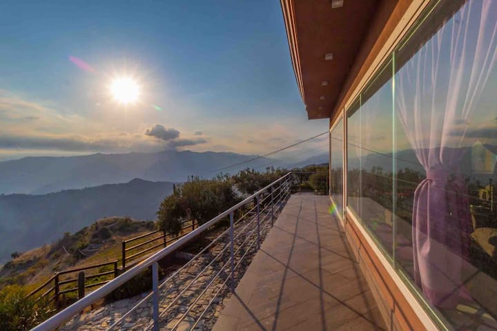 Villa with stunning views and two pools