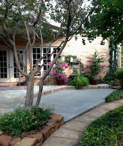 Beautiful home near Medical Center - Amarillo - House