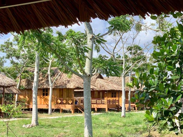 Mekong Daniel Resort (Family Bungalow)