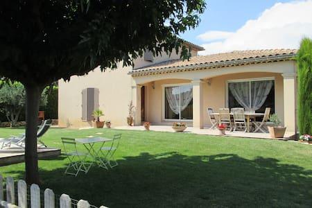 Maison individuelle de charme avec piscine Lirac - Lirac